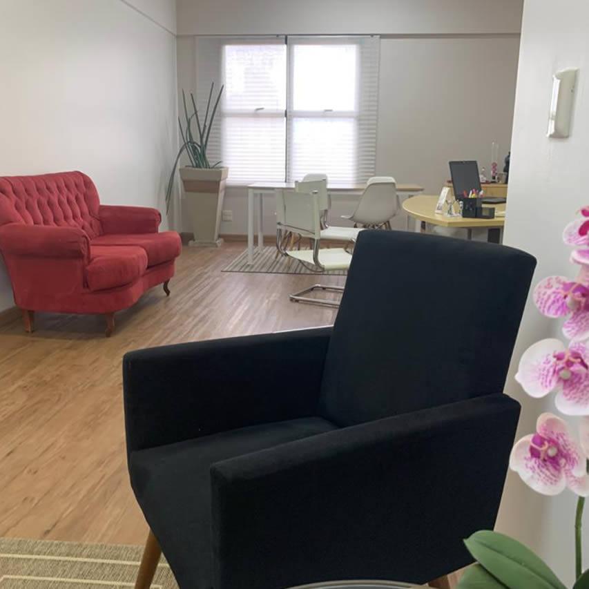 espaço para reunião com televisão