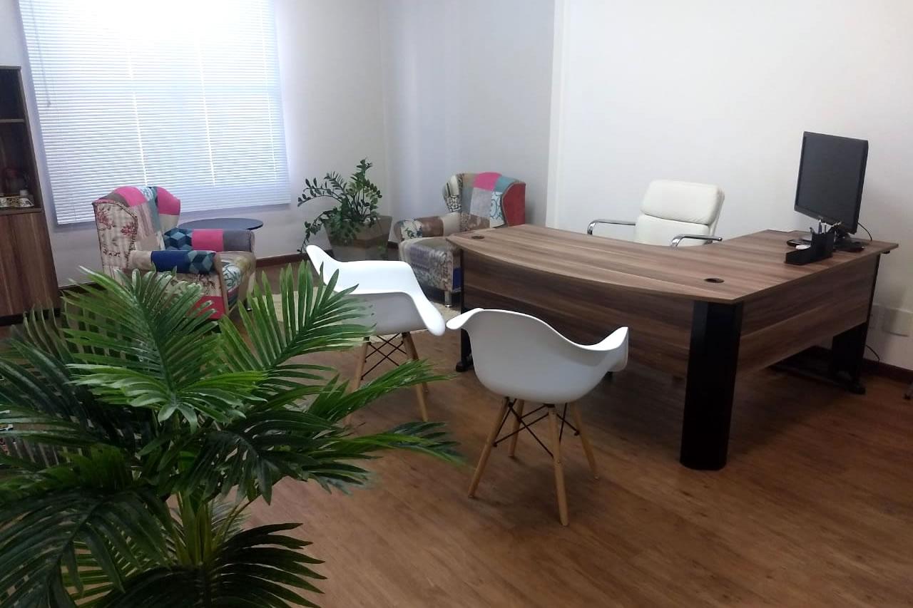 espaço de coworking com sala de reunião